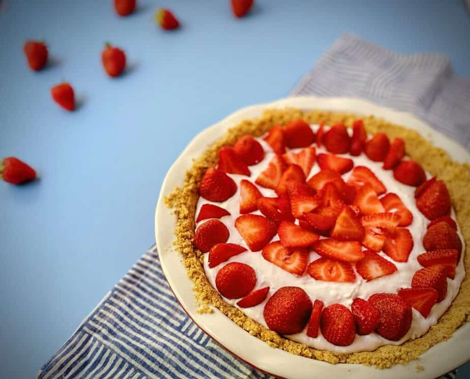 whole strawberry yogurt pie without cool whip